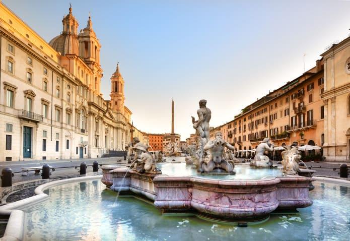 Piazza navona e le piazze del centro storico itinerario for Piazza montecitorio 12