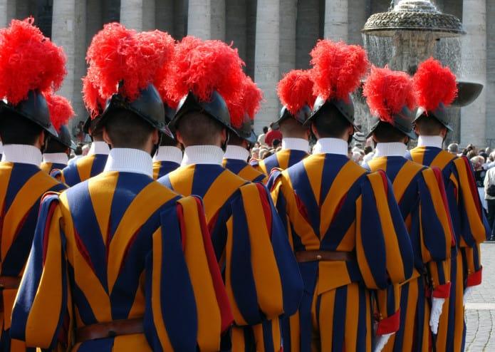 Il Vaticano ha un proprio corpo armato: le guardie svizzere