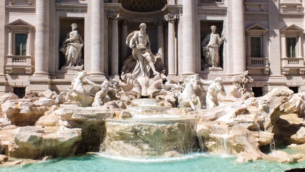 La fontana di Trevi attrazione di Roma da non perdere