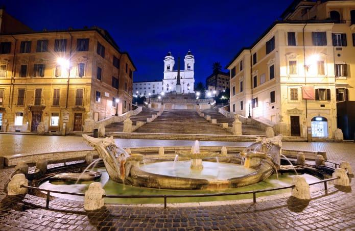 Piazza di Spagna , il luogo ideale dove passare una serata se volete visitare Roma in 4 giorni