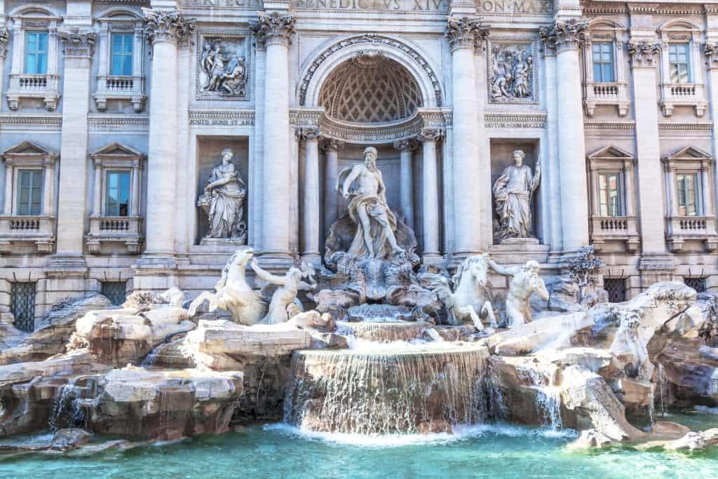 La fontana di Trevi a Roma, tra le attrazioni più spettacolari della capitale