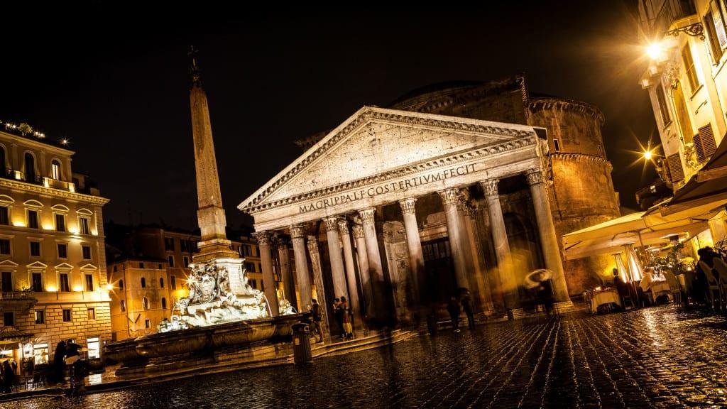 Il Pantheon a Roma di notte