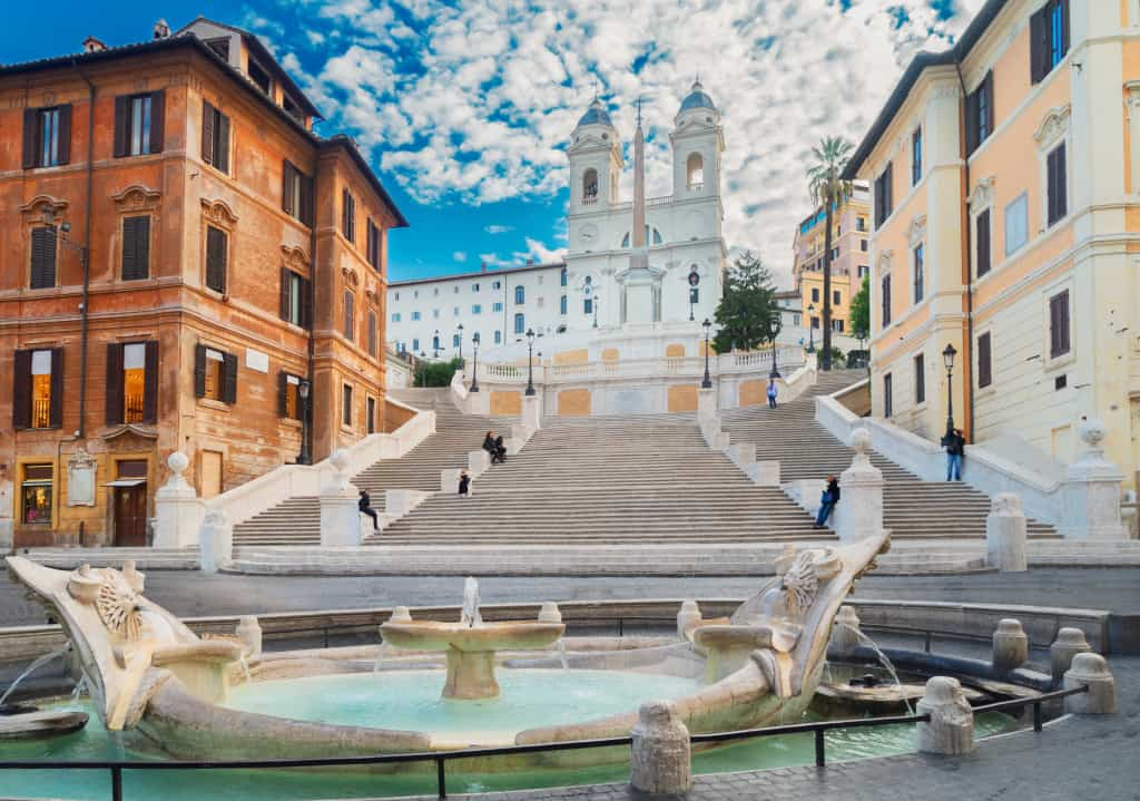 Piazza di spagna a Roma, tappa immancabile di qualsiasi itinerario per la città