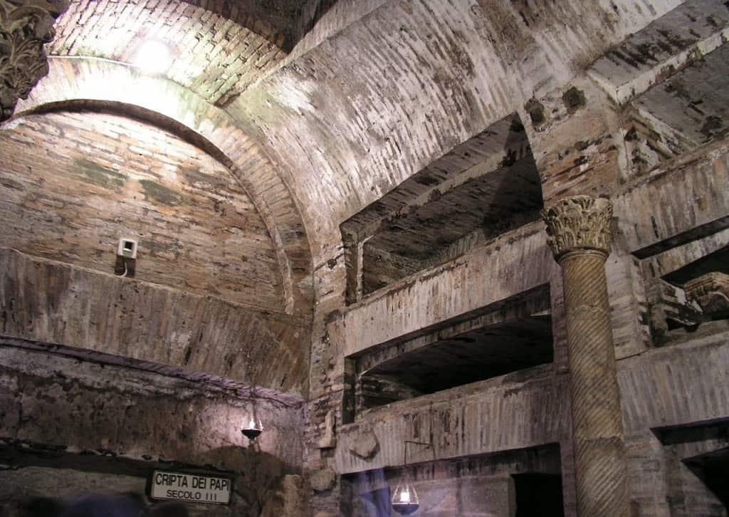 Tra le cose da vedere a Roma in 2 giorni con la pioggia ci sono le catacombe di San Callisto.